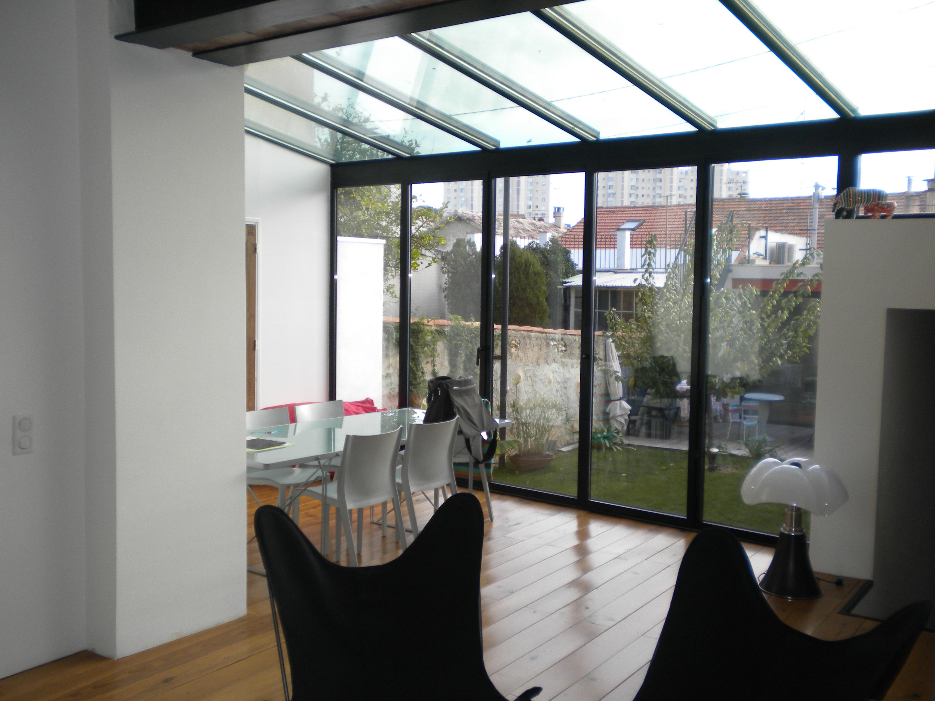 V randa alu toiture vitr e technic habitat aix for Carrelage pour veranda