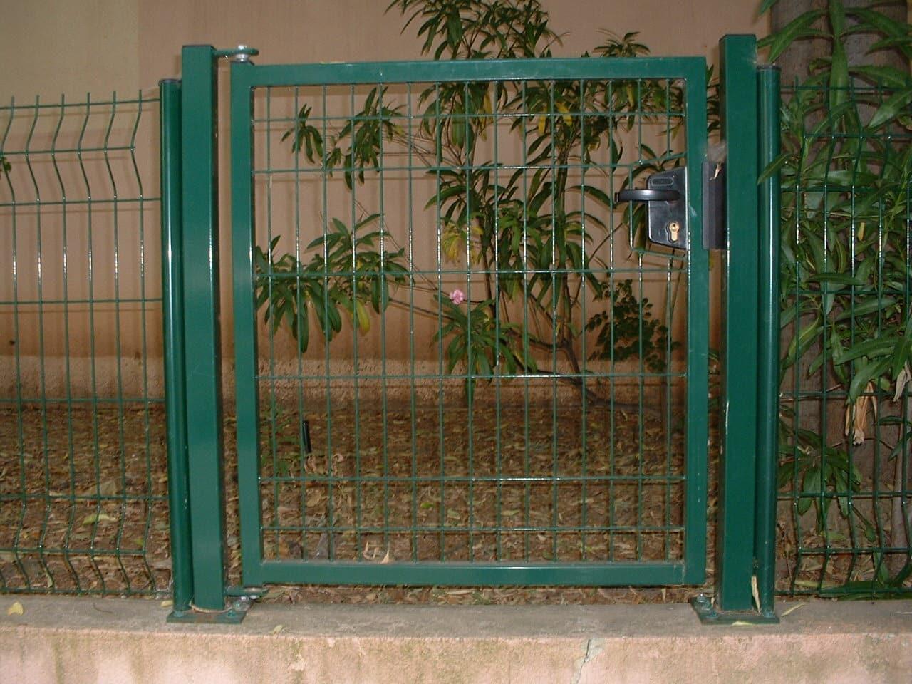 Portail battant PVC ajouré