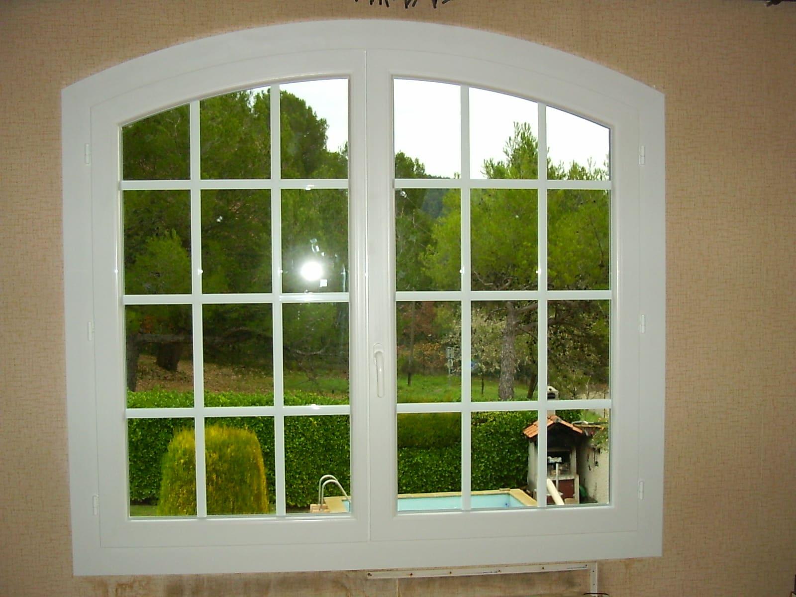 Fenêtre ouvrante à 2 vantaux cintrés PVC