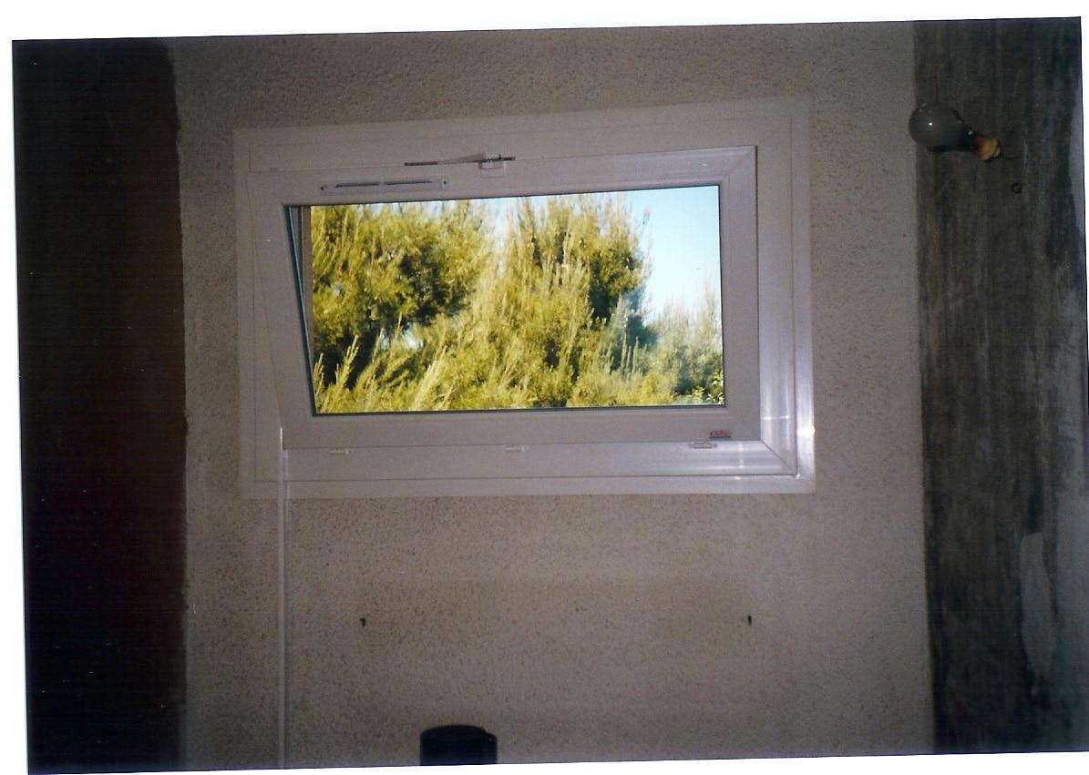 Fenêtre ouvrante à soufflet PVC
