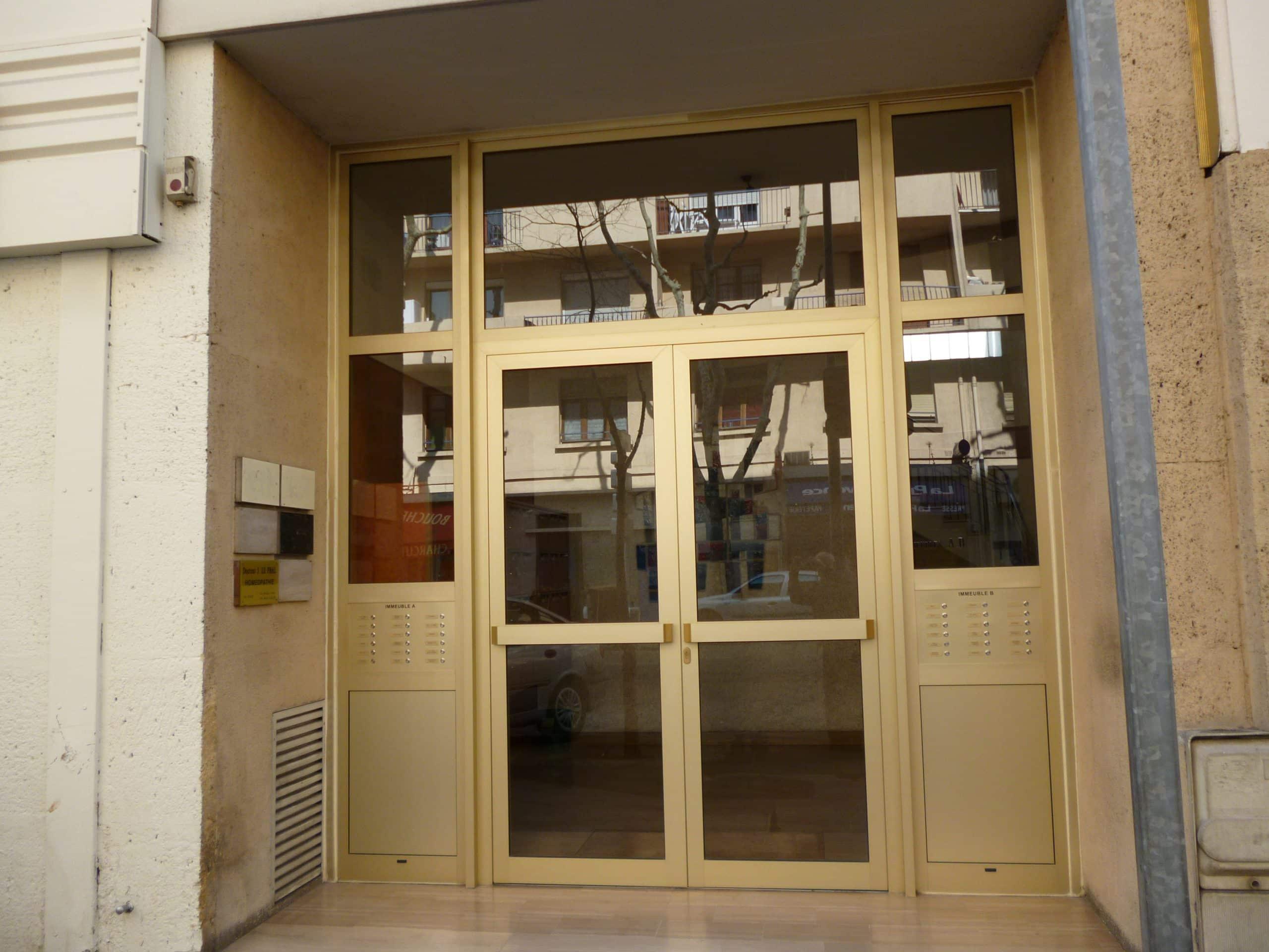 Portes d immeuble marseille technic habitat for Porte 4 marseille
