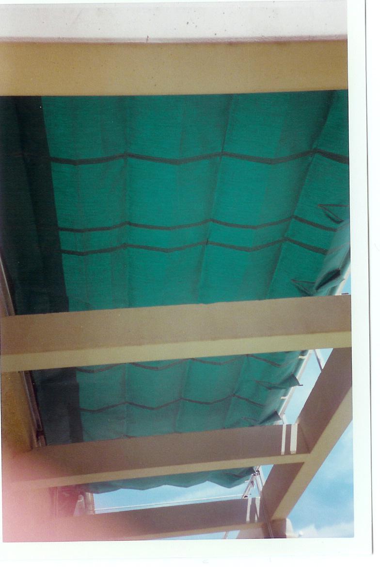store v lum terrasse sur cables aubagne technic habitat. Black Bedroom Furniture Sets. Home Design Ideas