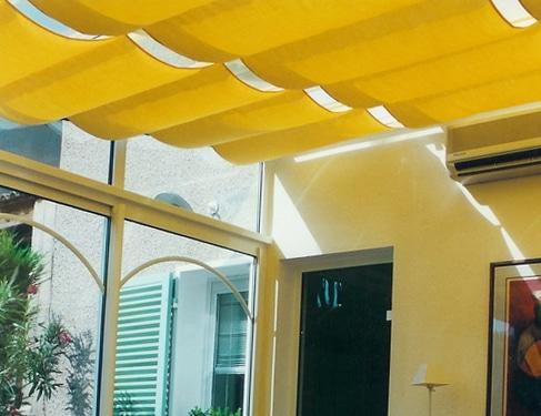 Store plissé en toiture