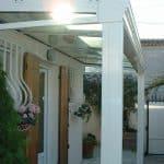 Auvent aluminium avec store v+�lum de toiture