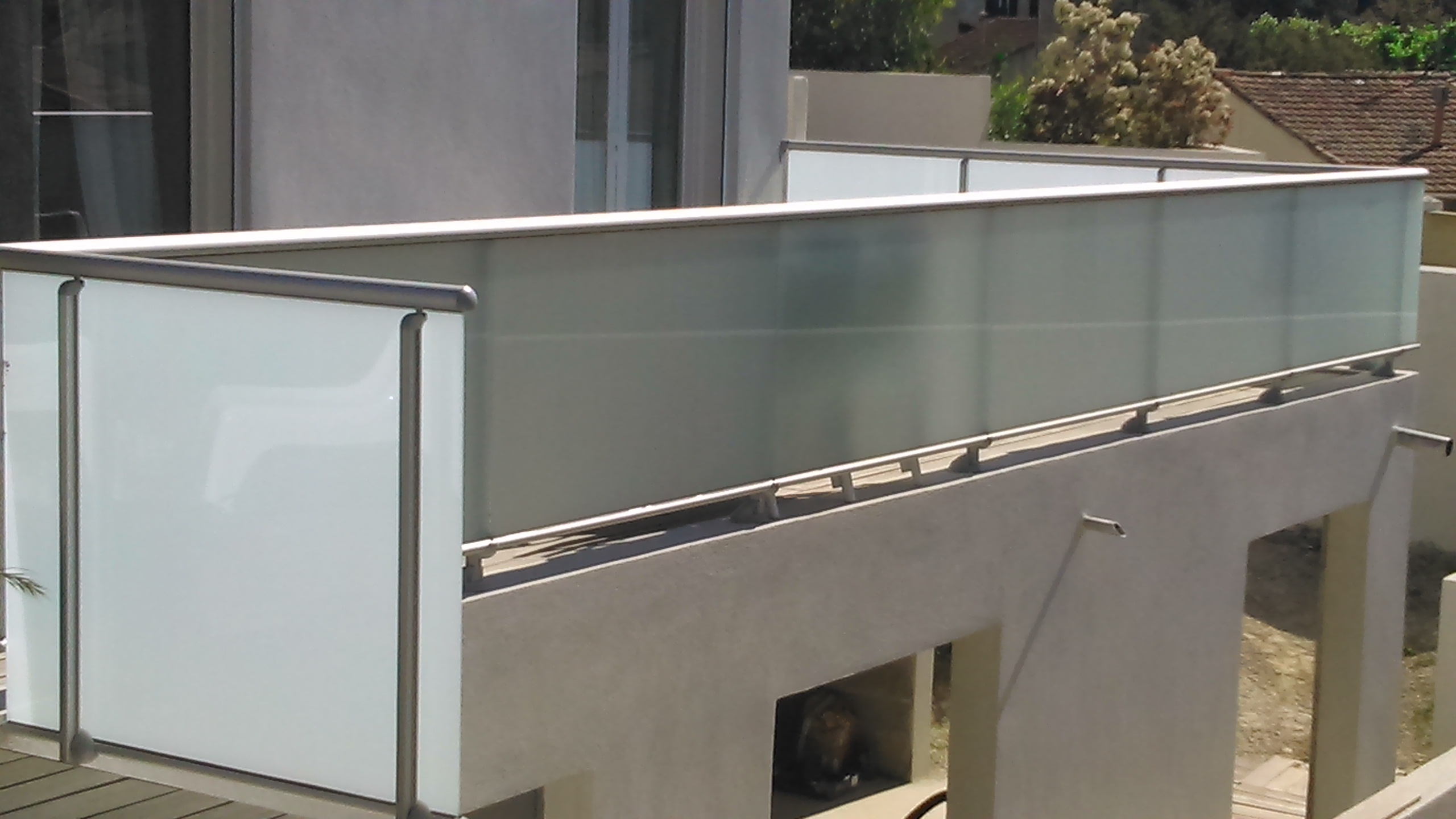 garde corps aluminium vitr sous main courante marseille. Black Bedroom Furniture Sets. Home Design Ideas