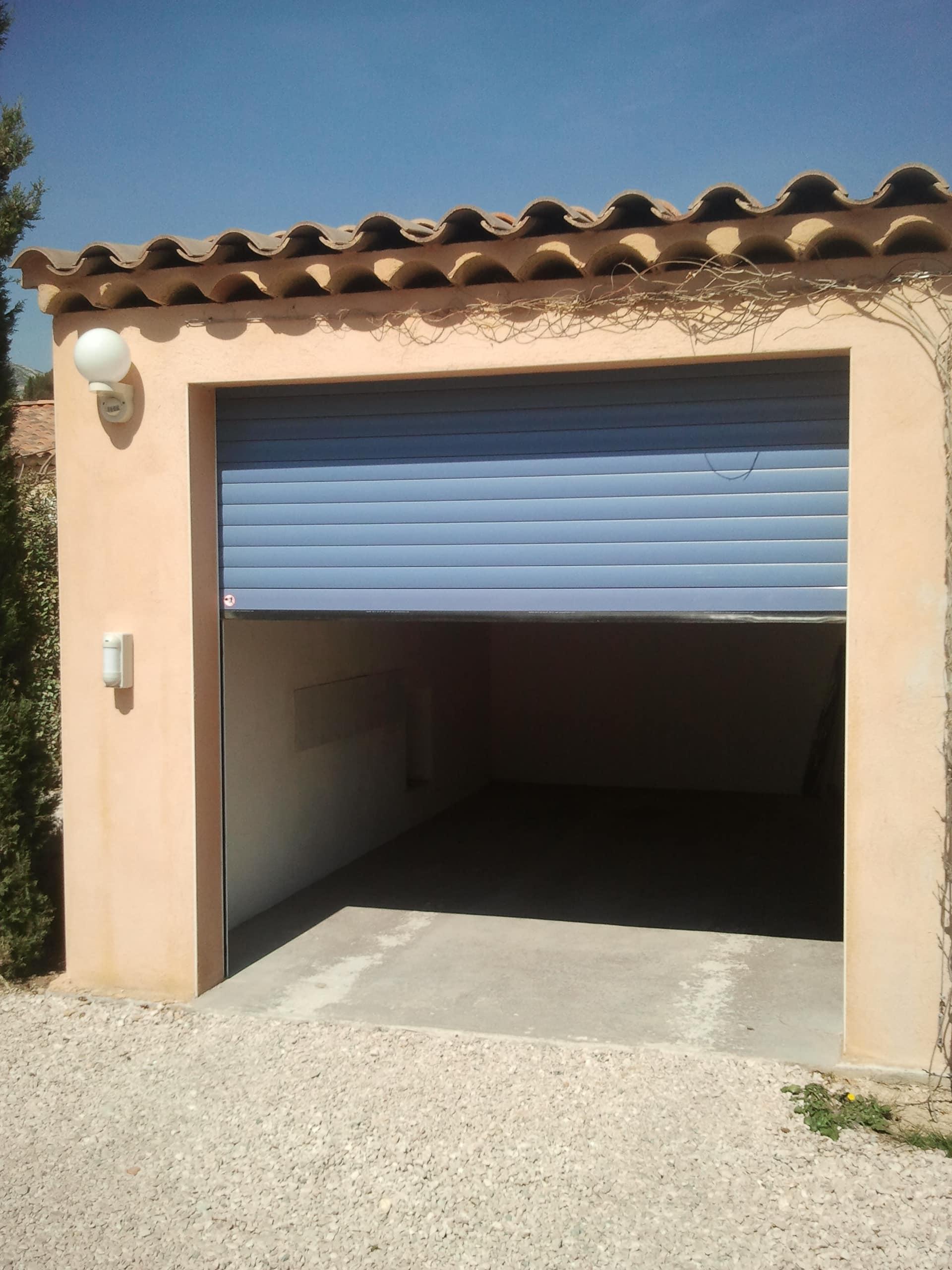 volet roulant de garage monoplace marseille technic habitat. Black Bedroom Furniture Sets. Home Design Ideas